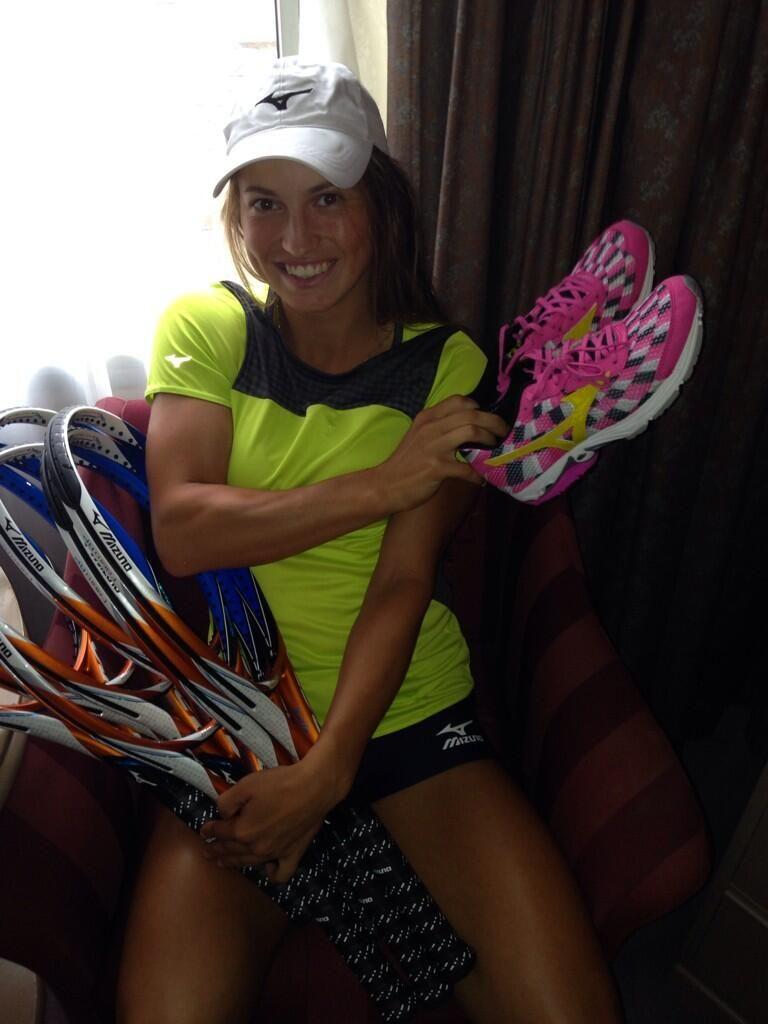 Yulia Putintseva and her Mizuno equipment