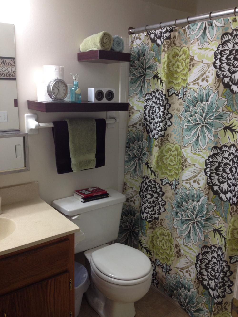 Apartment Bathroom Decorating Ideas Pinterest In 2020 Small Apartment Bathroom Bathroom Decor Apartment Diy Bathroom Decor