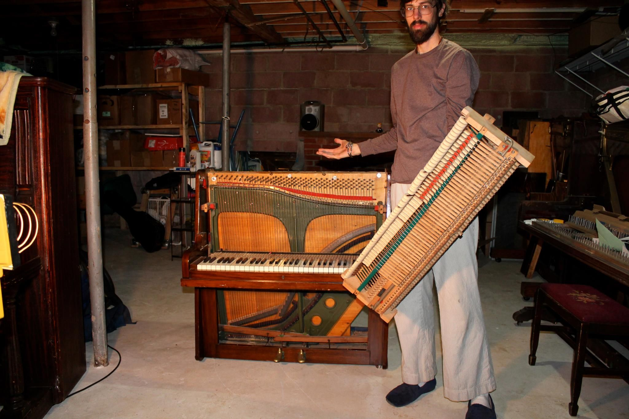 Hereus the minipiano small action can be held with one hand eco