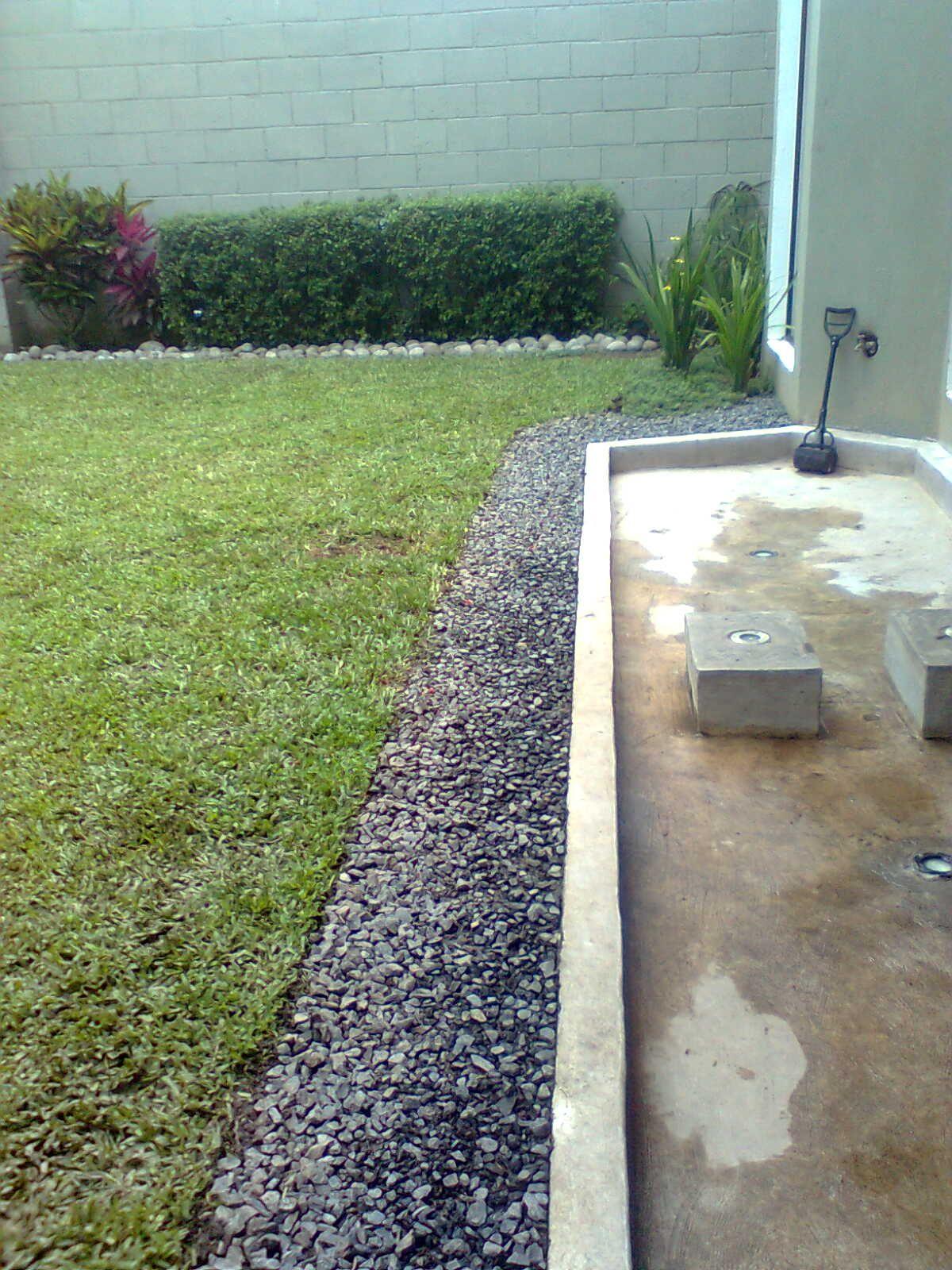 Guijarros para drenaje de aguas lluvias outdoor for Drenaje de jardin