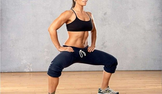 Combinados con una dieta equilibrada y baja en grasas, esta rutina te ayudará a suavizar la apariencia de la celulitis y a tonificar muslos y glúteos. 1. Acostada en el suelo con las piernas estira...