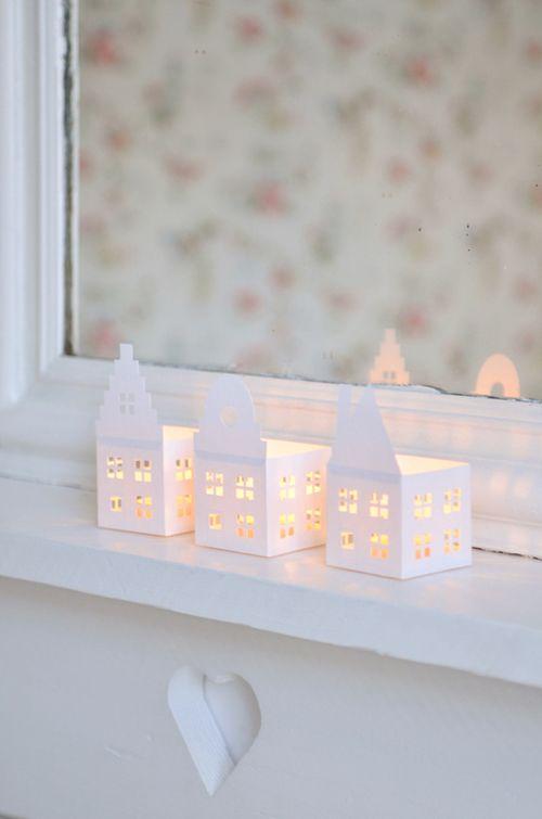 Schöne beleuchtete Papierhäuser mit Anleitung