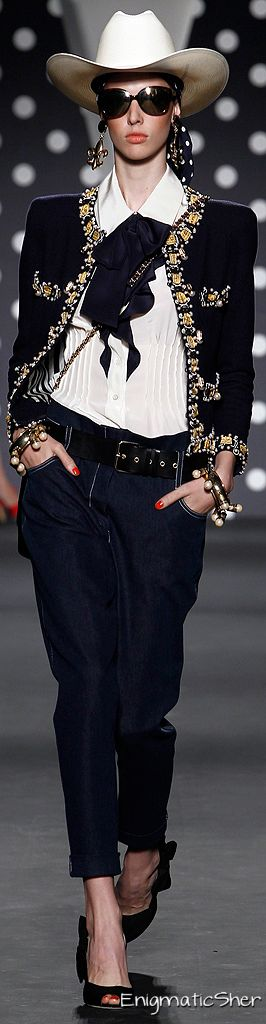 Moschino SPRING 2011 READY-TO-WEAR