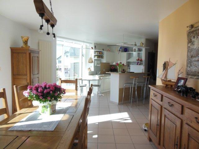 Maison comprenant entrée avec penderie, cuisine ouverte sur salle à - cuisine ouverte sur salon m