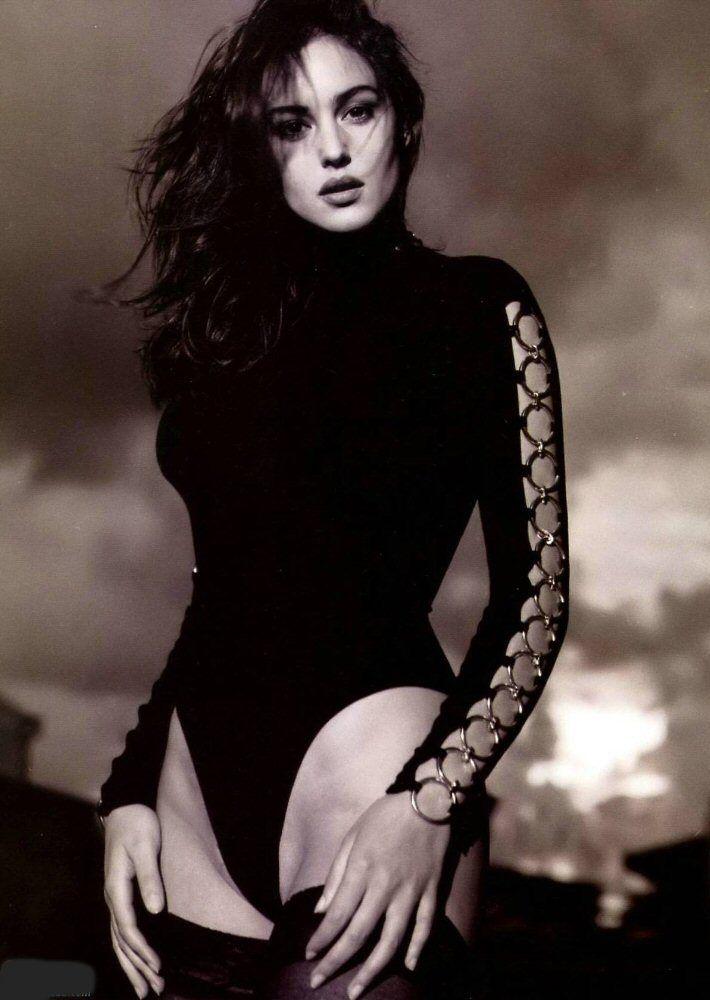 Monica Bellucci Sexy Photos Collection