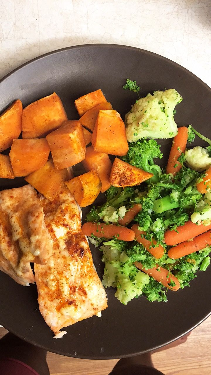 This was dinner the other night 😍 Salmon  Sweet Potatoes  Mixed Vegetables