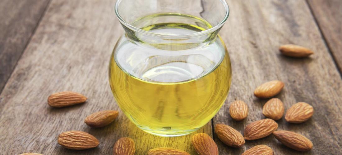 10 Usos Del Aceite De Almendras Que Te Harán Más Bella Mujer De 10 Guía Real Para La Mujer Actual Entérate Ya Almond Oil Benefits Sweet Almond Oil Benefits Almond Benefits