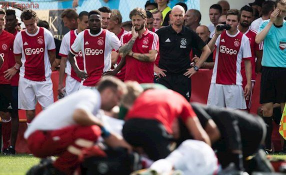 El jugador del Ajax Abdelhak Nouri, fuera de peligro tras desmayarse por un paro cardiaco