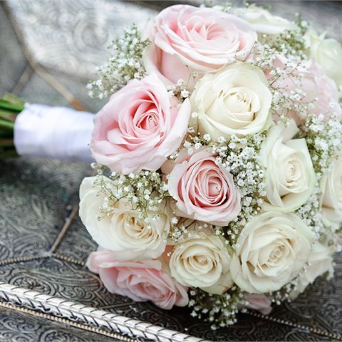Pink and white wedding bouquet flowers #flowerbouquetwedding
