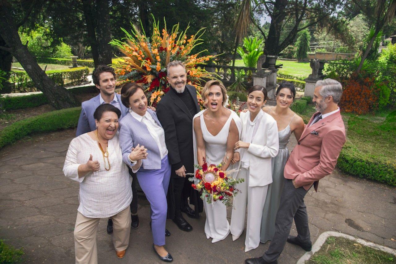 Video La Boda De Paulina De La Mora Y Maria Jose De La Casa De Las Flores Boda Segundas Bodas Ser Una Dama De Honor