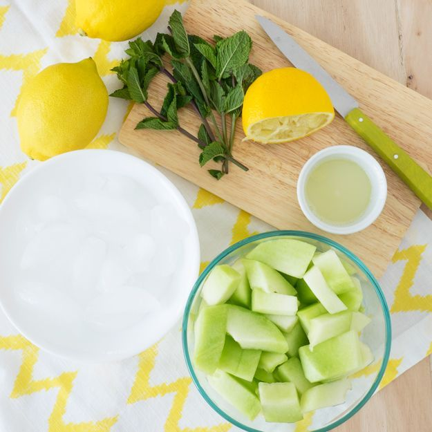 Mint Honeydew Smoothie (Vegan, GF, Dairy-free) #honeydewsmoothie Mint Honeydew Smoothie for a refreshing summer drink!   The Worktop #smoothie #breakfast #honeydewsmoothie