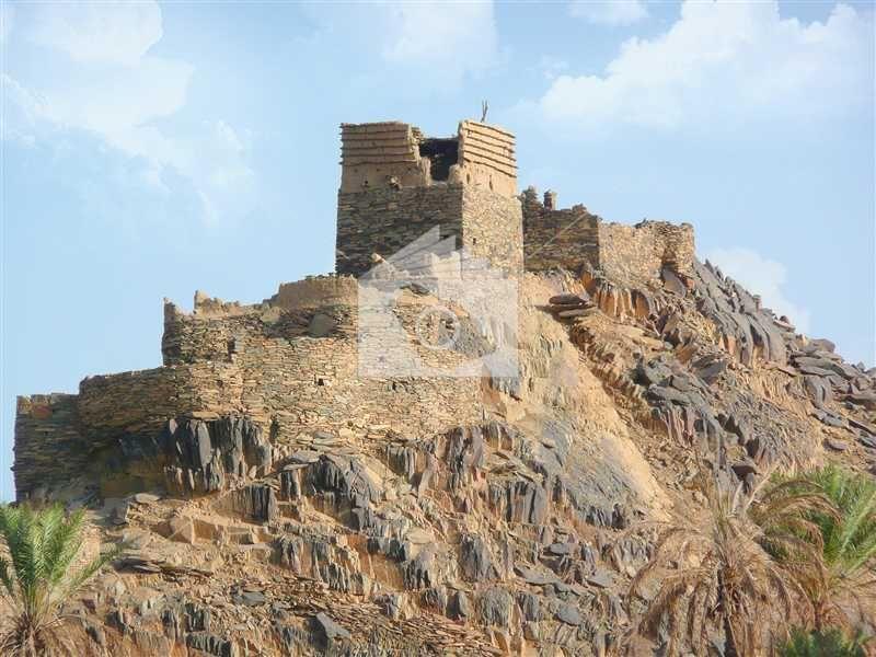 إحدى القلاع في قرية المعدن في مركز صمخ بمحافظة بيشة Monument Valley Natural Landmarks Monument