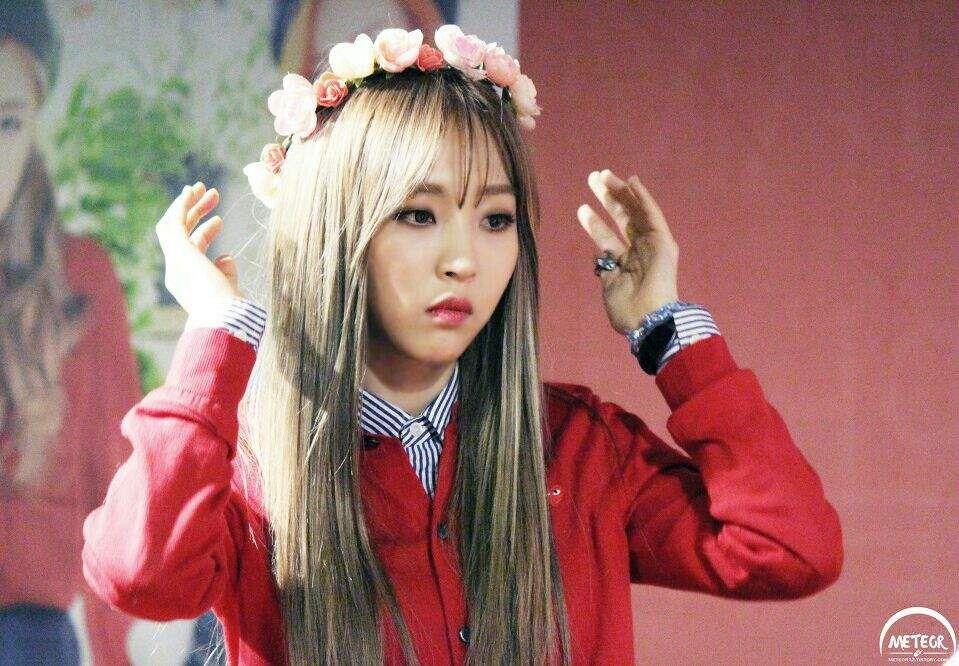 15 Times Mamamoo Moonbyul Hated Flower Crowns But Looked Great Anyway Koreaboo Moonbyul Mamamoo Moonbyul Mamamoo