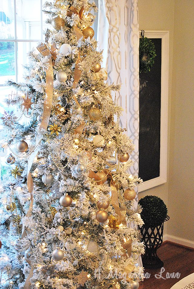 Tips and tricks for decorating a Christmas tree {Also, a source for a beautiful flocked tree}