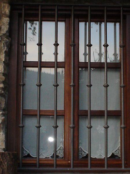 Rejas protectoras pinteres for Puertas metalicas para patio