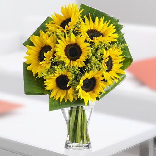 Striking Sunflower Bouquet Floraqueen Sunflower Bouquets Flower Delivery International Flower Delivery