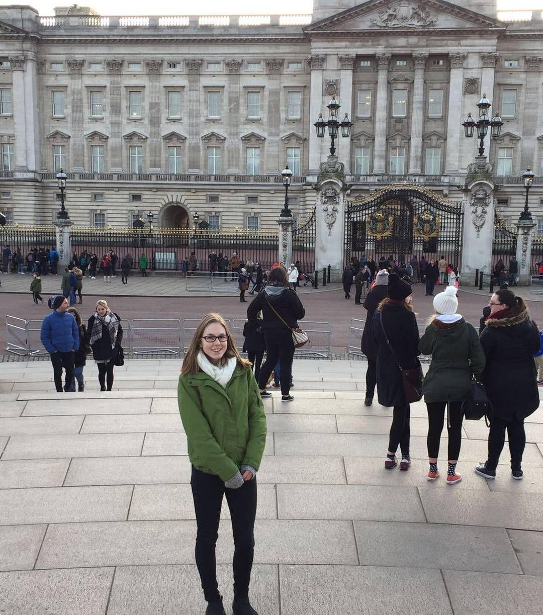 London  #Buckinghampalace#sightseeing#kurztrip#willzurück#kurzfürimmerbleiben by sarah.zmr