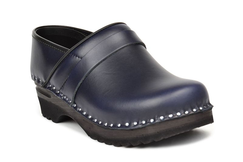 The 5 Star Pro clog in dark blue leather. Have a look on our web for more details