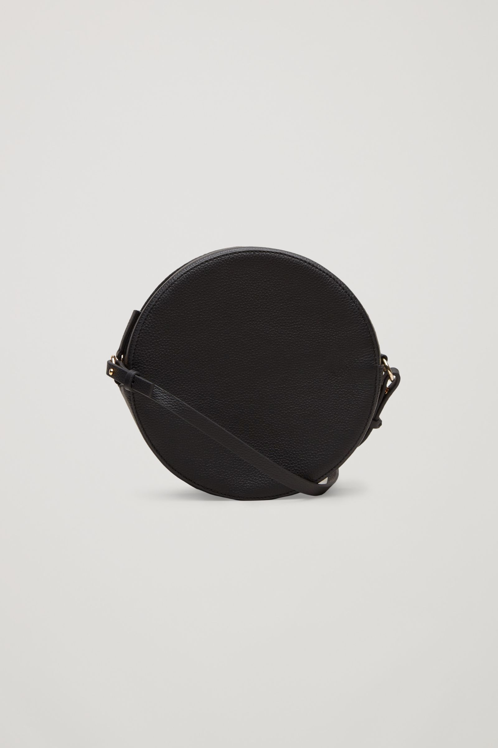 4085725504cbb8 COS Circular shoulder bag in Black | accessories. in 2019 | Bags ...