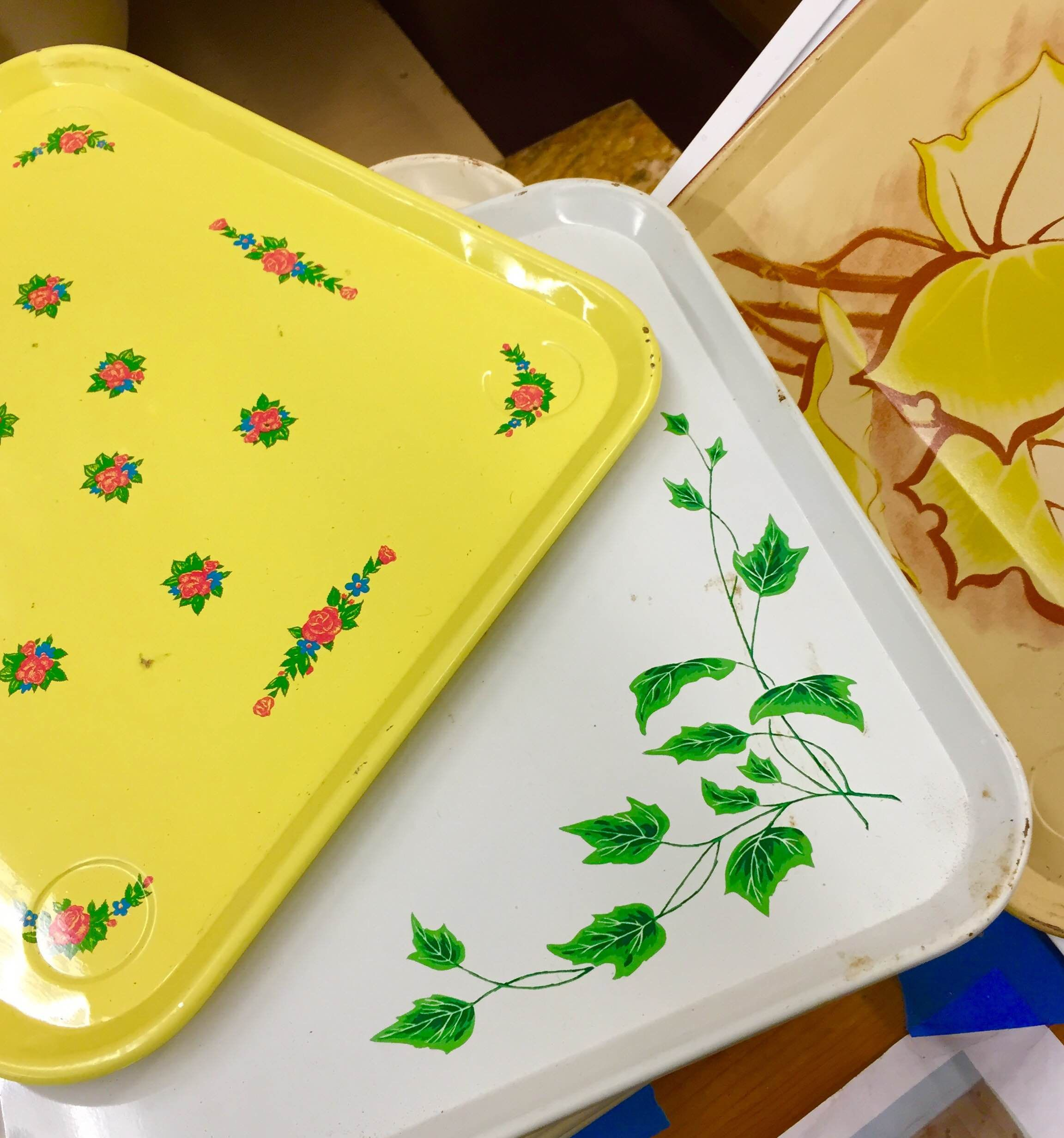 Calling all teachers, cafe owners, and crafty elite. We have a tall stack of these awesomely kitsch enameled tray.