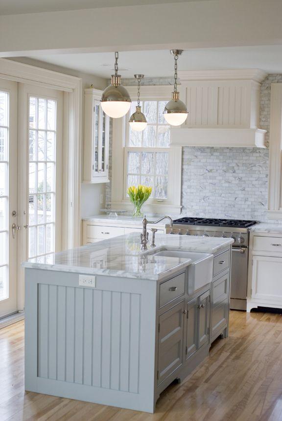 Photo of kitchen island in hardwick white with belfast sink