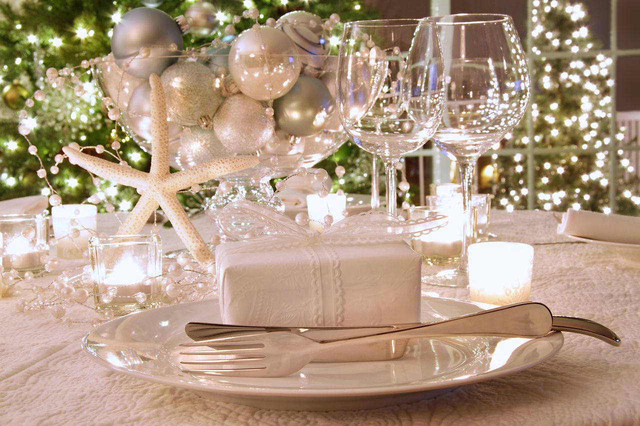 Christmas And A Little Summer Christmas Table Centerpieces Decorating With Christmas Lights Christmas Table Settings