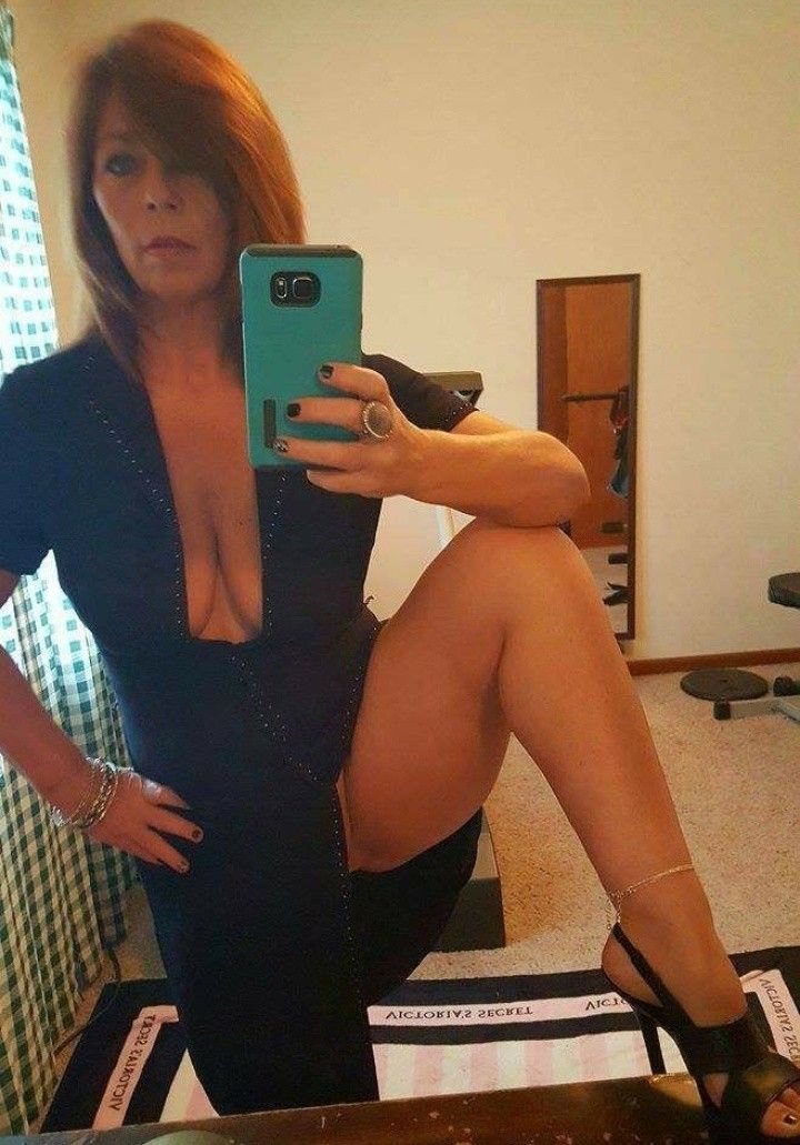 Pin By Lou On A Mature Woman  Older Women, Sexy Older -2863