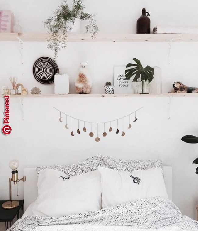 Schlafzimmer Im Boho Look Mit Regalen Uber Dem Bett Stylish