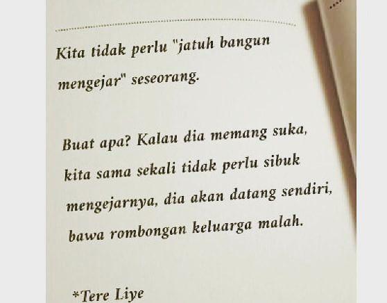 Kita tidak perlu jatuh bangun mengejar seseorang - Tere Liye #nasihatdiri #motivasi #inspirasi Kata Bijak Tere Liye instagram.com