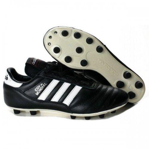 timeless design 7fee0 e86a5 Chaussures de football Adidas Copa Mundial FG avec crampons moulés,  recommandées pour une pratique sur terrain naturel sec.