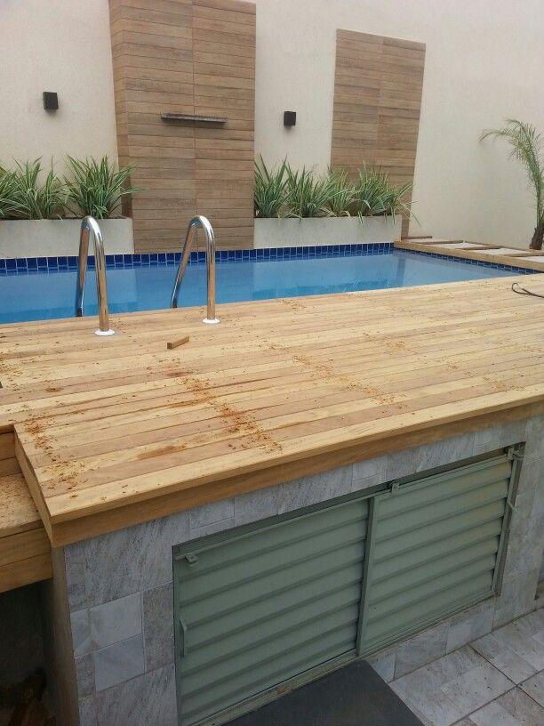 Piscina elevada com deck de madeira arquiteta fernanda for Decorar piscina elevada