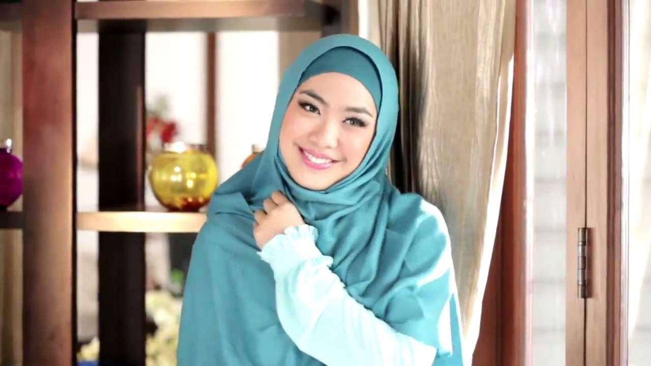 Oki Setiana Dewi Shindy Hijab Im In Love Video Klip