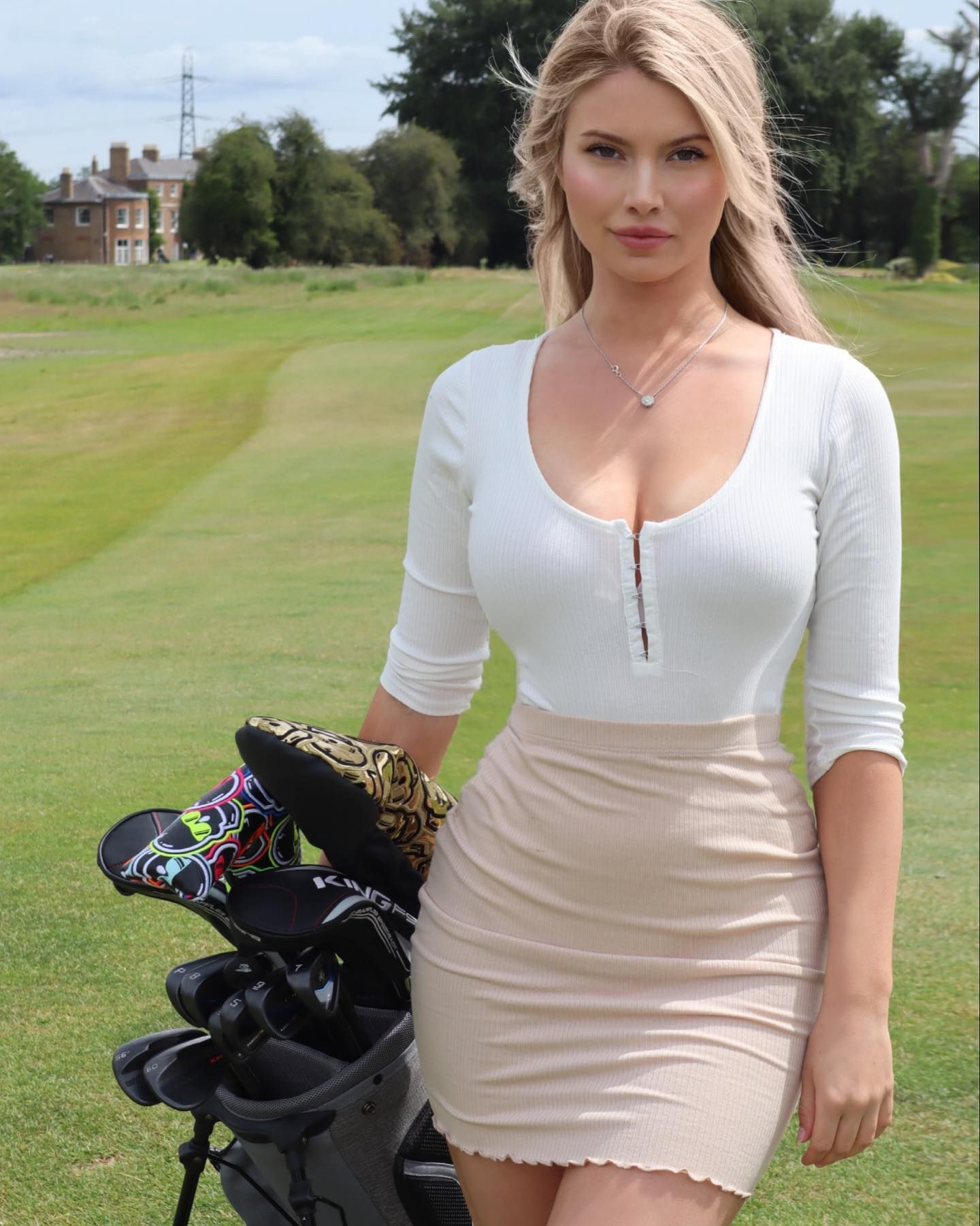Lucy Robson tight outfit