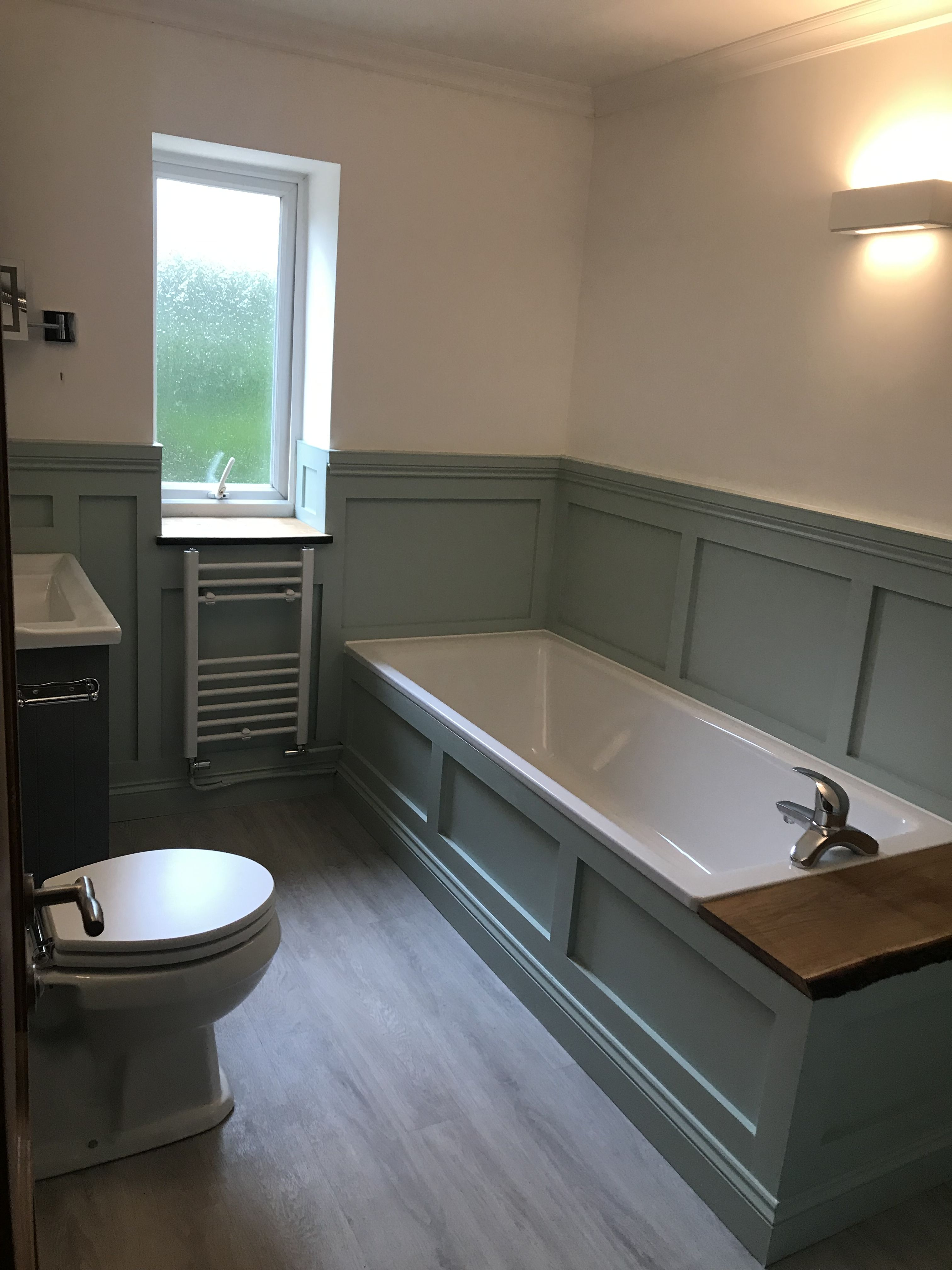 jerry's panelled bathroom  green tile bathroom bathroom