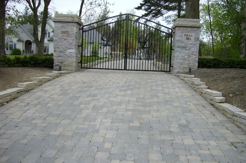 Want A Spectacular Driveway Contact Your Licensed Contractors At National Brick Paver Stone Company For Mundelein Drive Entry Gates Iron Gate Entrance Gates