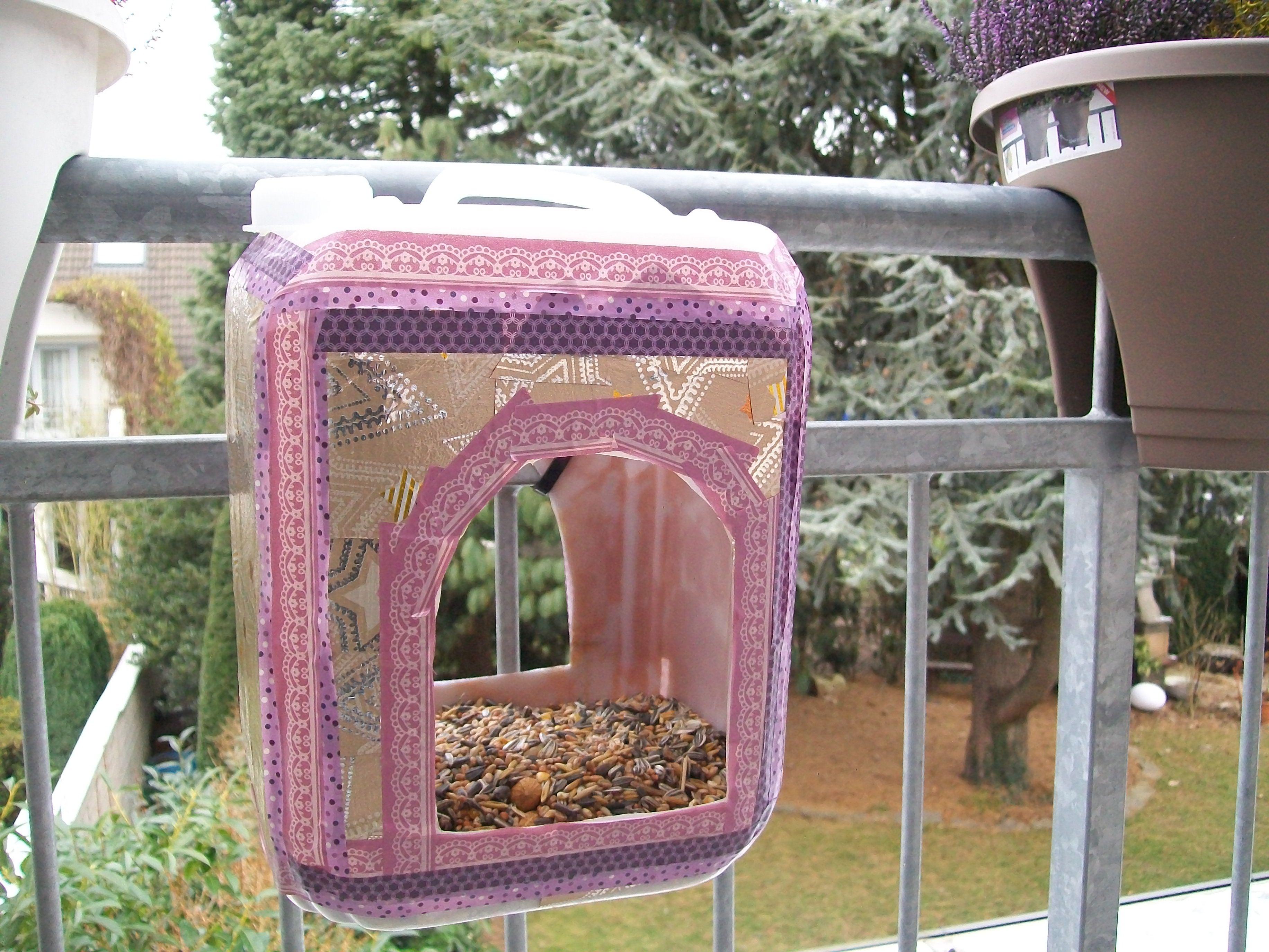 vogelfutterhaus aus einem plastikkanister vogelfutterstelle pinterest vogelfutterh uschen. Black Bedroom Furniture Sets. Home Design Ideas