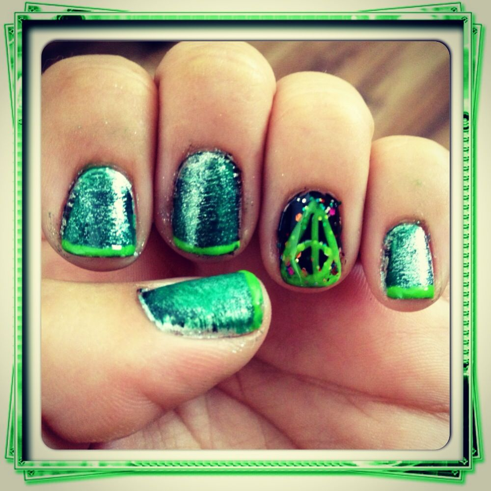 Diy green black and silver harry potter slytherin nail art with diy green black and silver harry potter slytherin nail art with the sign of prinsesfo Gallery