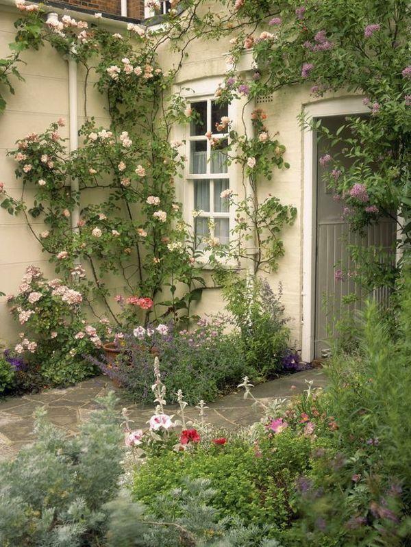 Haus landhausstil kletterpflanzen steinfliesen garden garten garten terrasse und garten anlegen - Steinfliesen terrasse ...