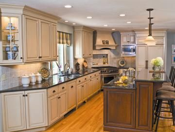 Traditional Kitchen -- Designer: Claudette Andrew    Appliance List:  R366 Wolf  642O Sub-Zero