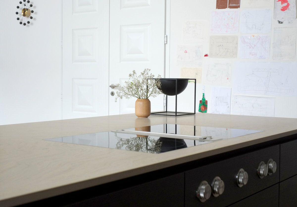 schwarze Küche/Holzabdeckung/Abzug auf Kochfeld | küche | Pinterest ...