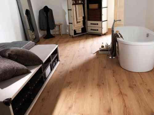 parquet salle de bains stratifi en 24 photos inspirantes - Salle De Bain Parquet Clair
