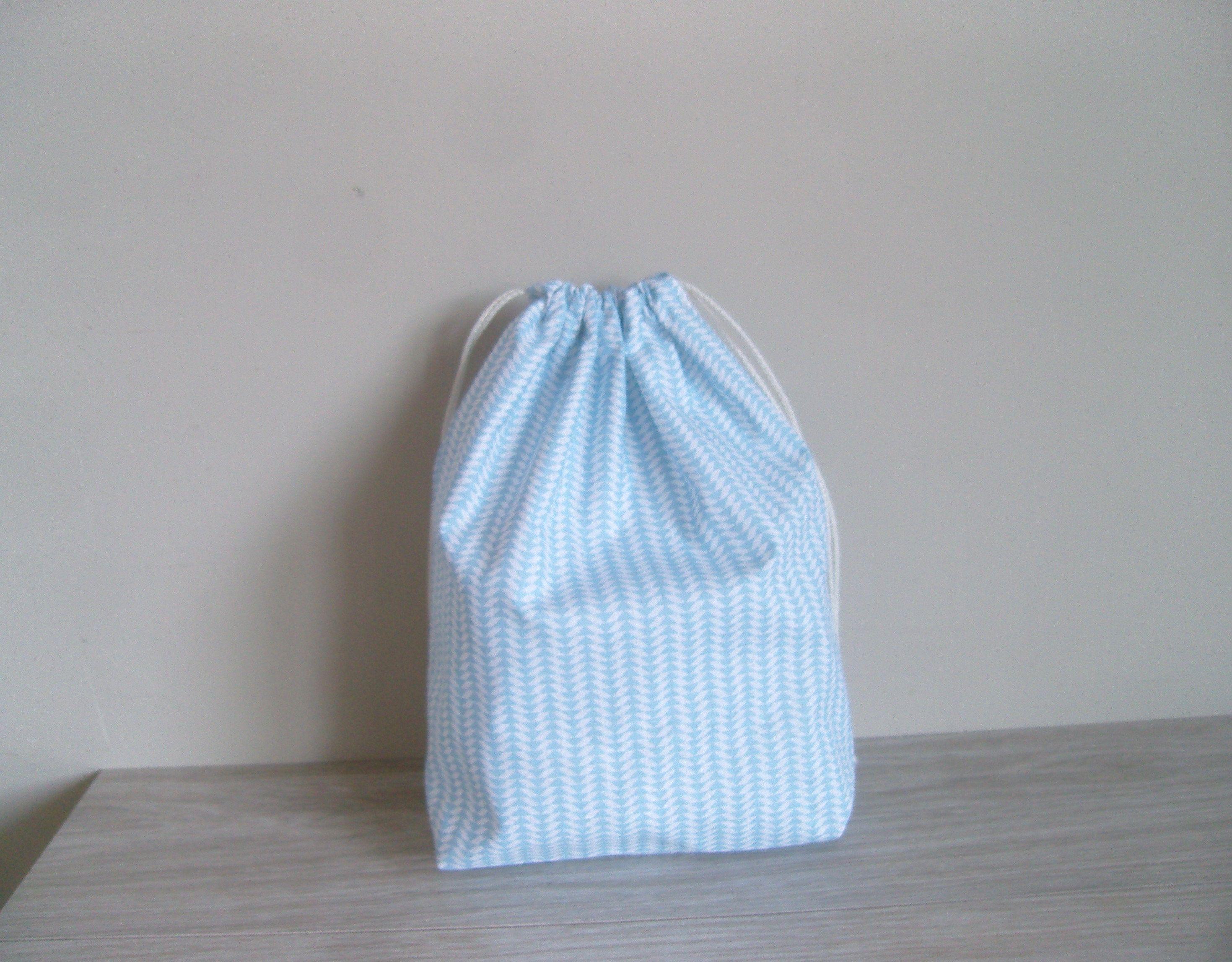Pouch, gift wrapping, reusable, eco-friendly, zero waste cotton oekotex Scandinavian pattern, blue triangles. #emballagecadeauecologique