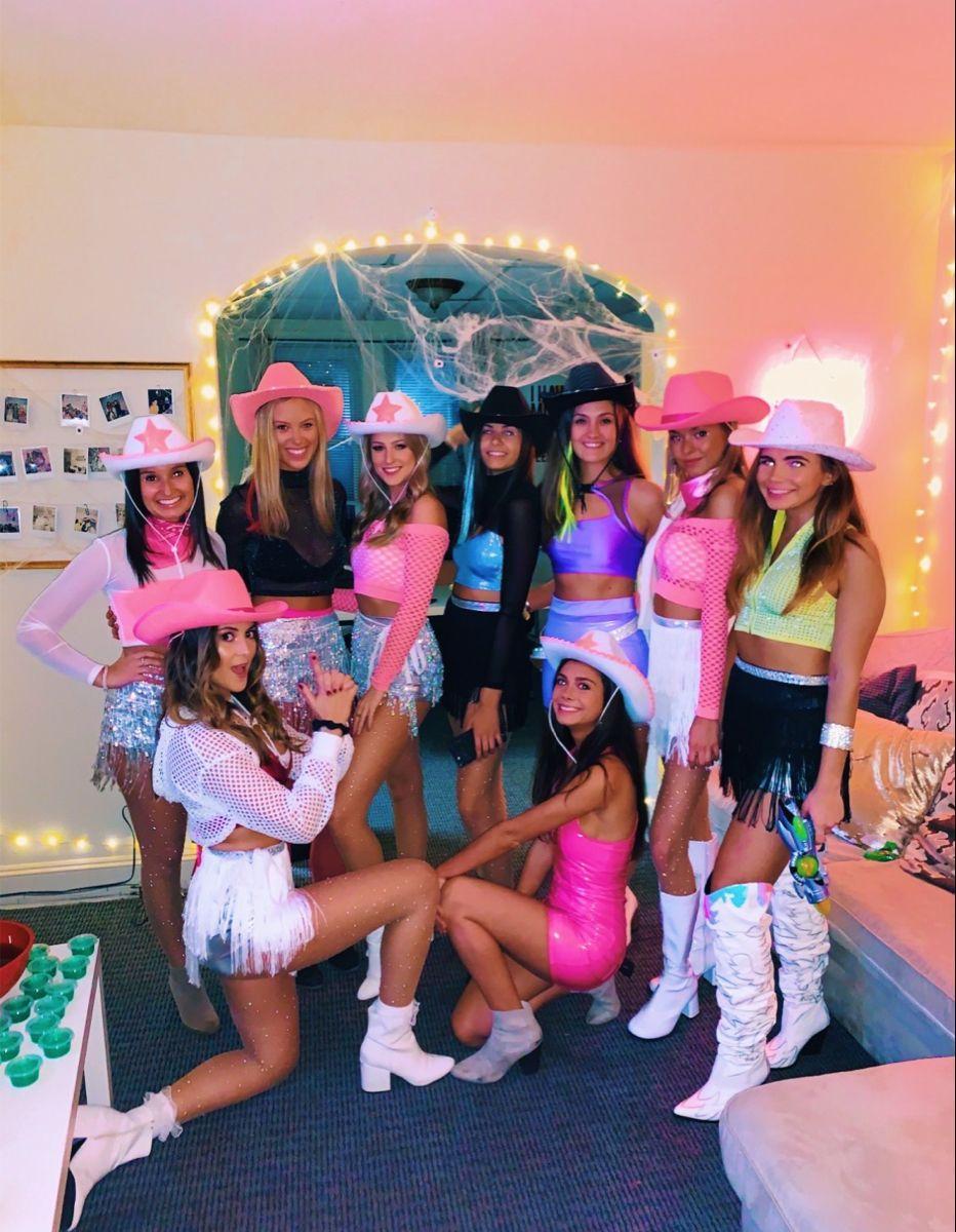 pinterestzoewro in 2020 Trendy halloween costumes