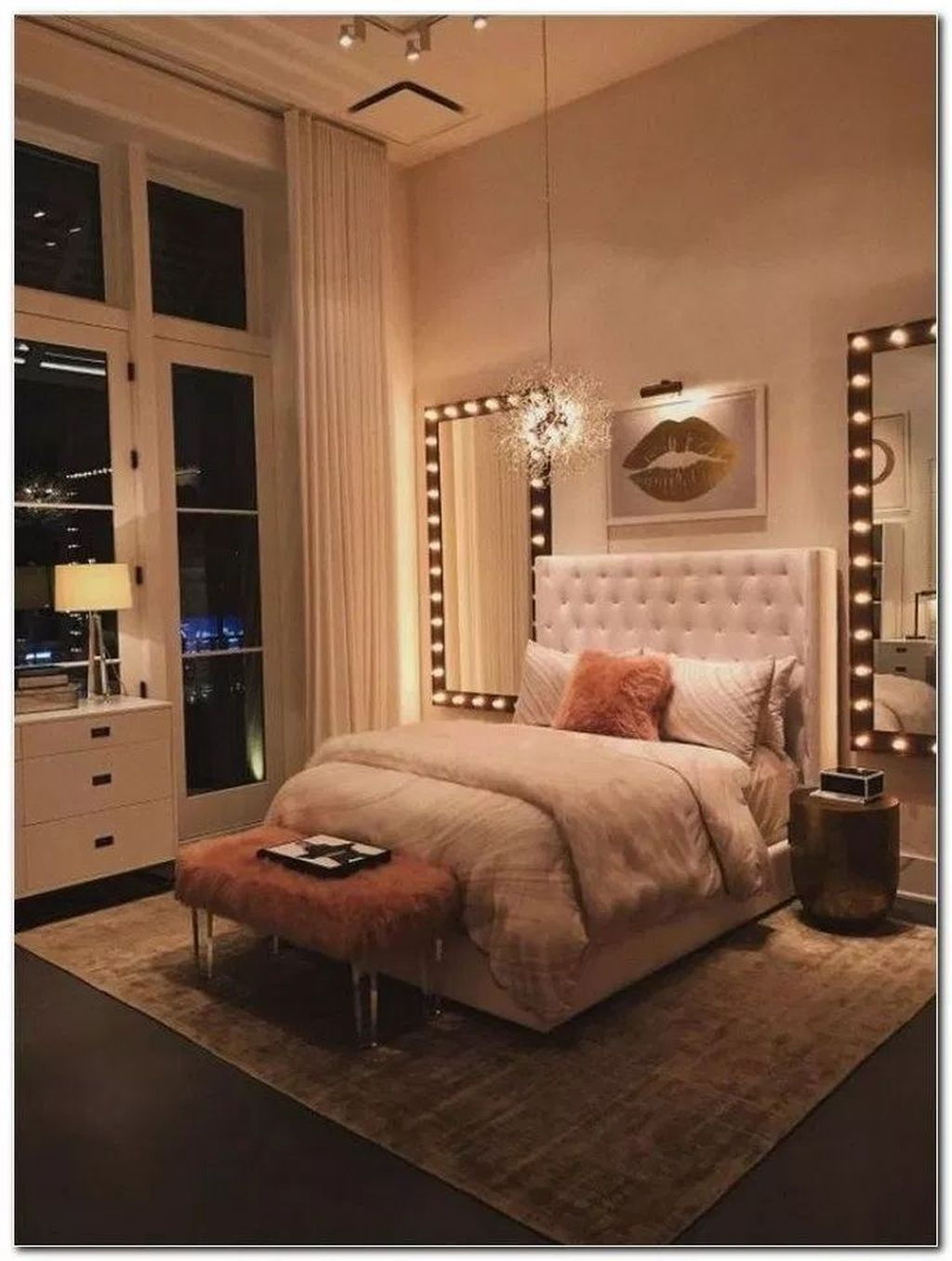 32 Fabulous Small Apartment Bedroom Design Ideas Homyhomee In 2020 Small Apartment Room Simple Bedroom Apartment Room