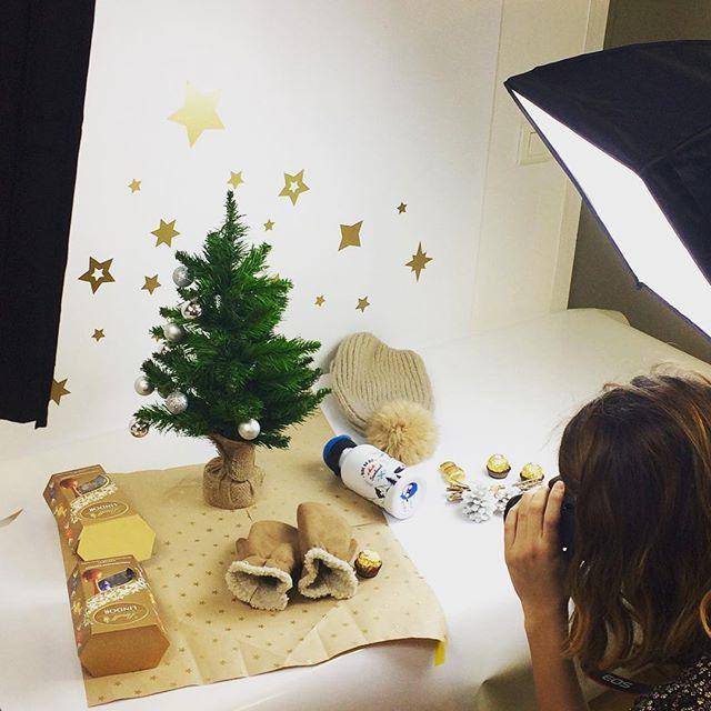 Shooting nouveautés Noël ... Découvrez-les dès lundi ! En attendant, petit teasing #christmastime #courseauxcadeaux #ideescadeaux #cmonetiquette
