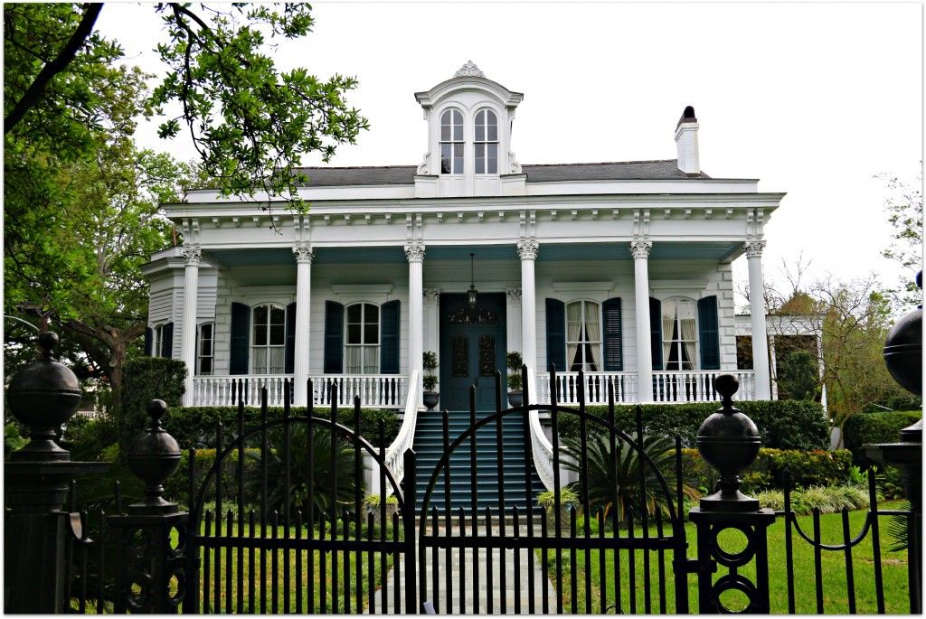 Love these plantation looking homes with these large for Plantation home builders