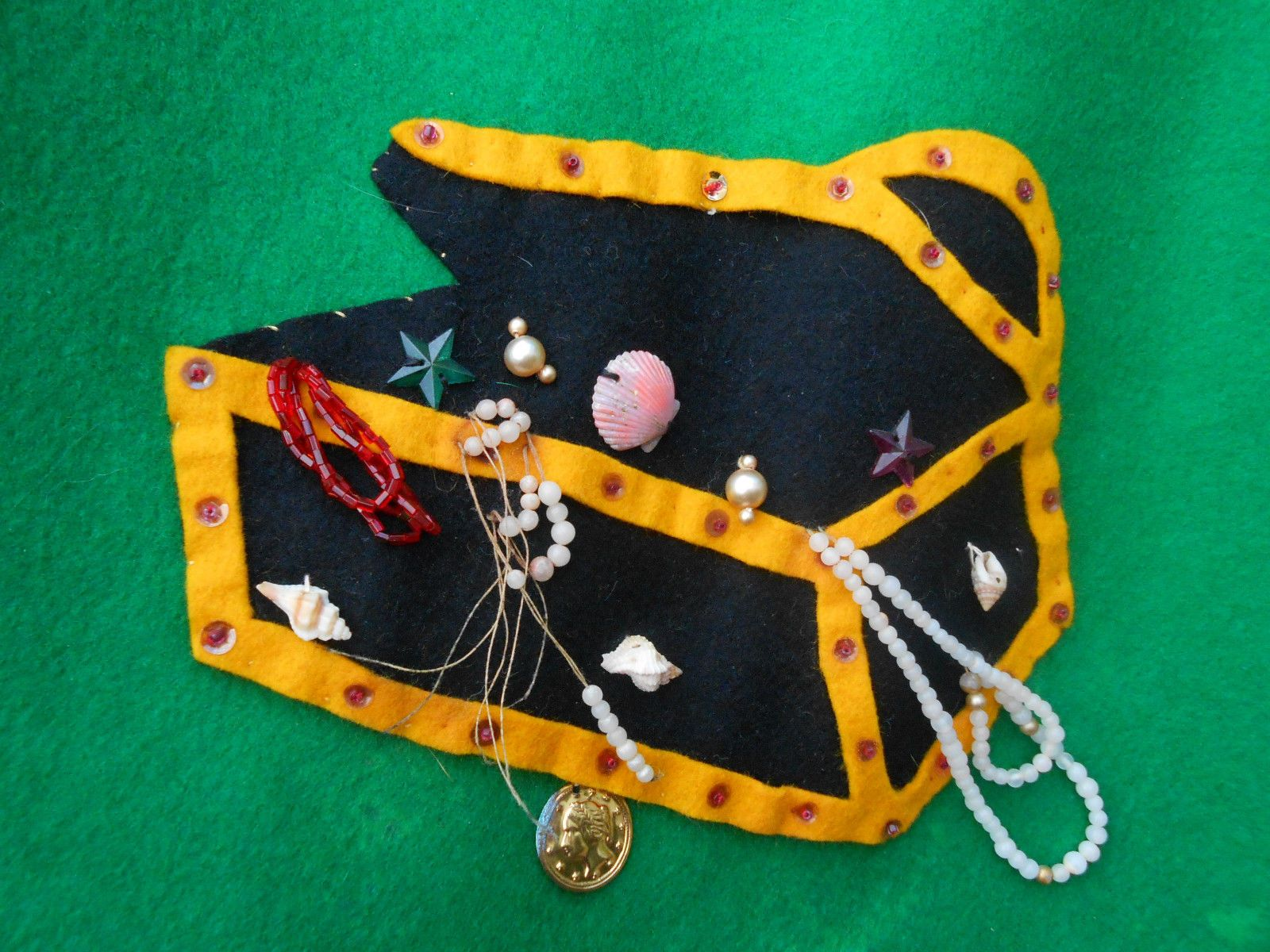 Amazing Vintage 1950 s Undersea Treasure Chest Felt Circle Skirt