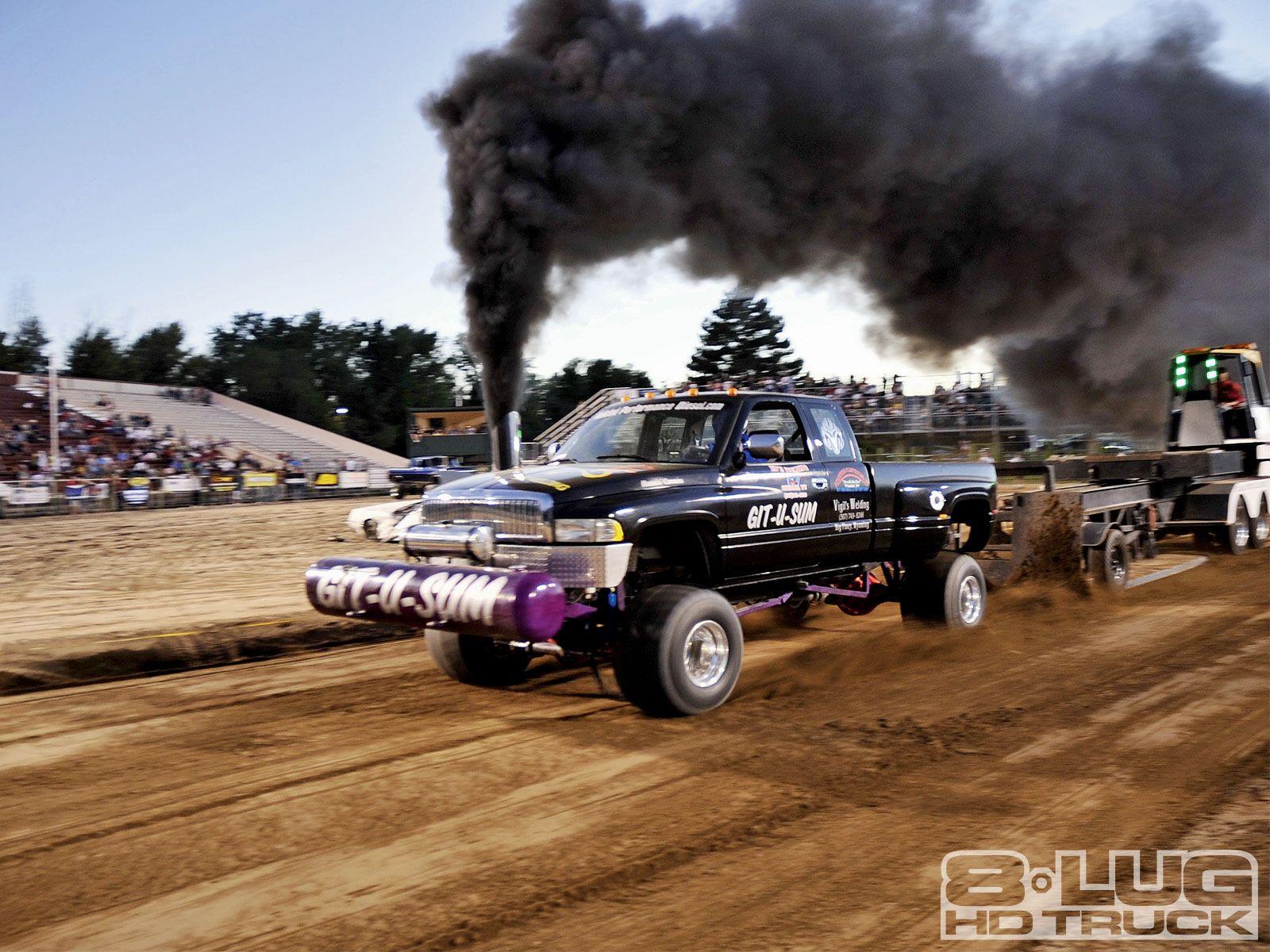 ROLLIN' COAL Truck and tractor pull, Cummins trucks