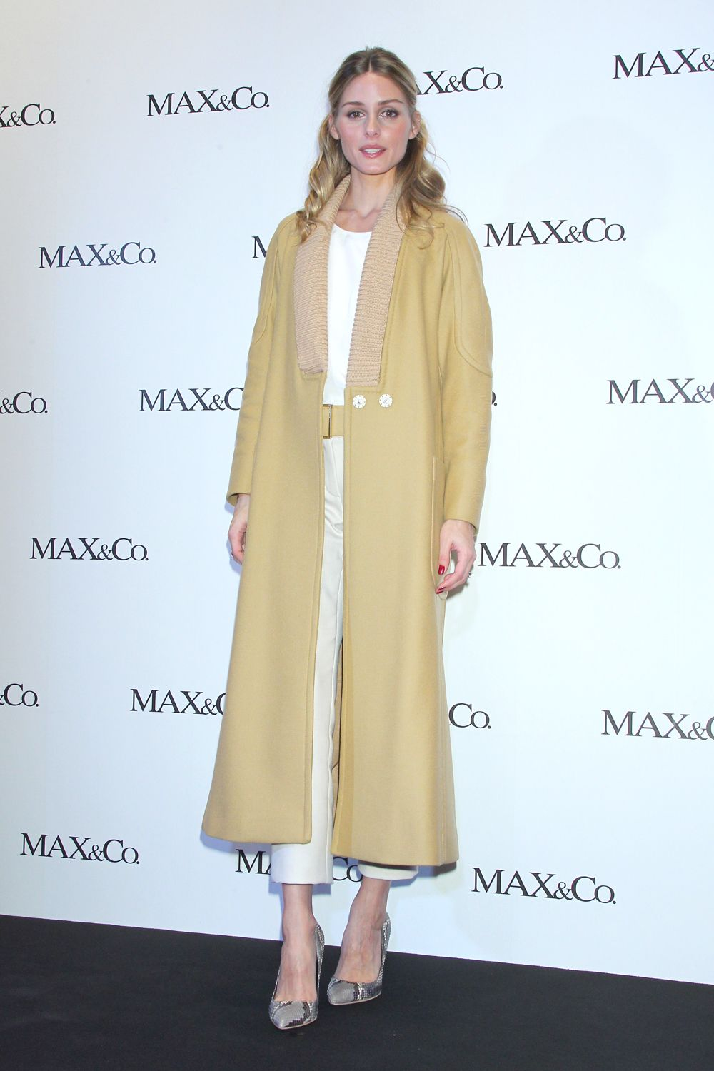 You can always trust on Olivia Palermo for a sartorially savvy outfit, and this beauty is no exception. Dressed in a camel midi coat, tailored separates and a pair of classic snakeskin courts, the stylish socialite nails autumnal dressing.