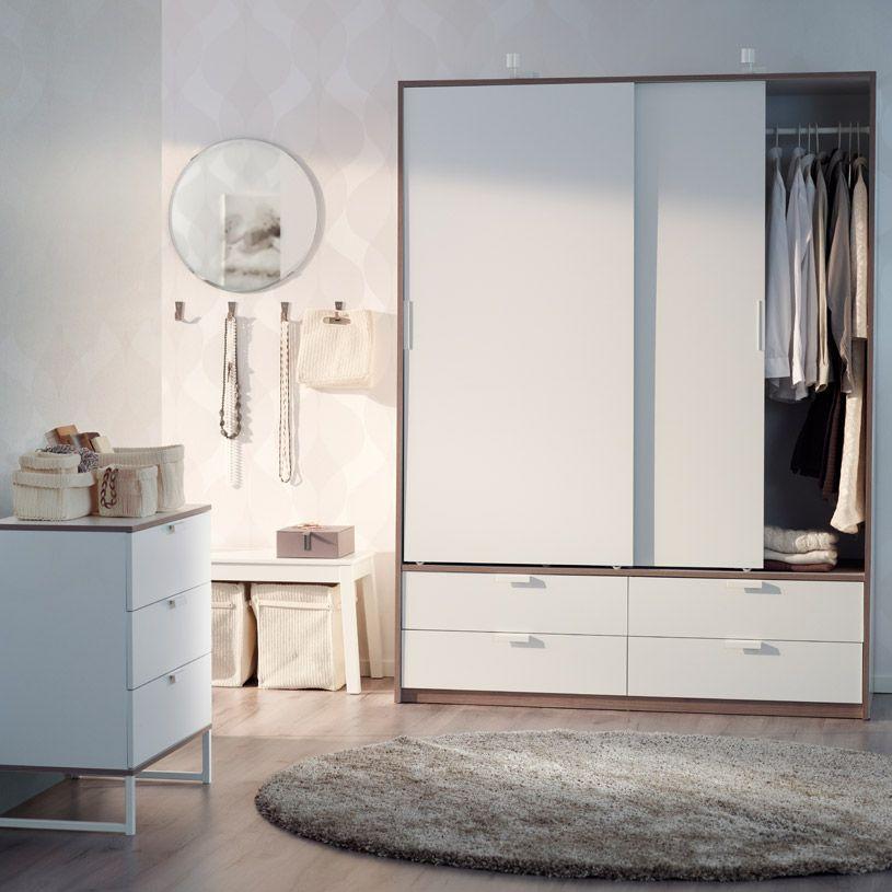 TRYSIL garderob med skjutdörrar/lådor och byrå i vitt/ljusgrått ...